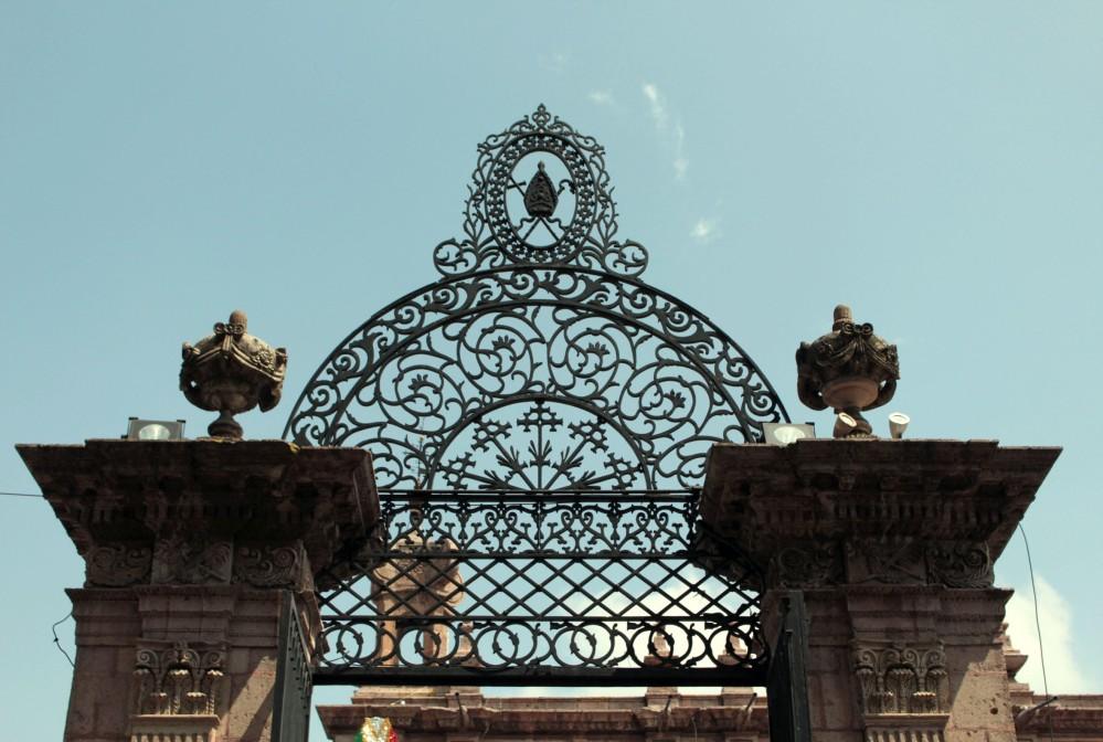 entrada principal atrio de la Catedral