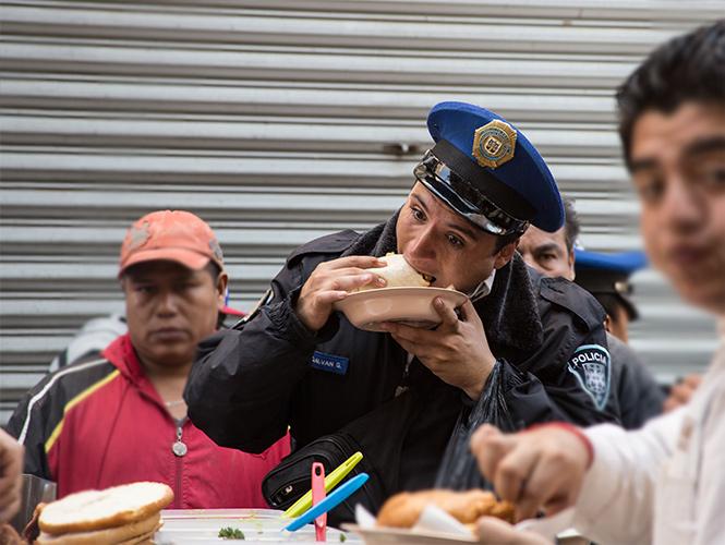 policia-tacos.jpg